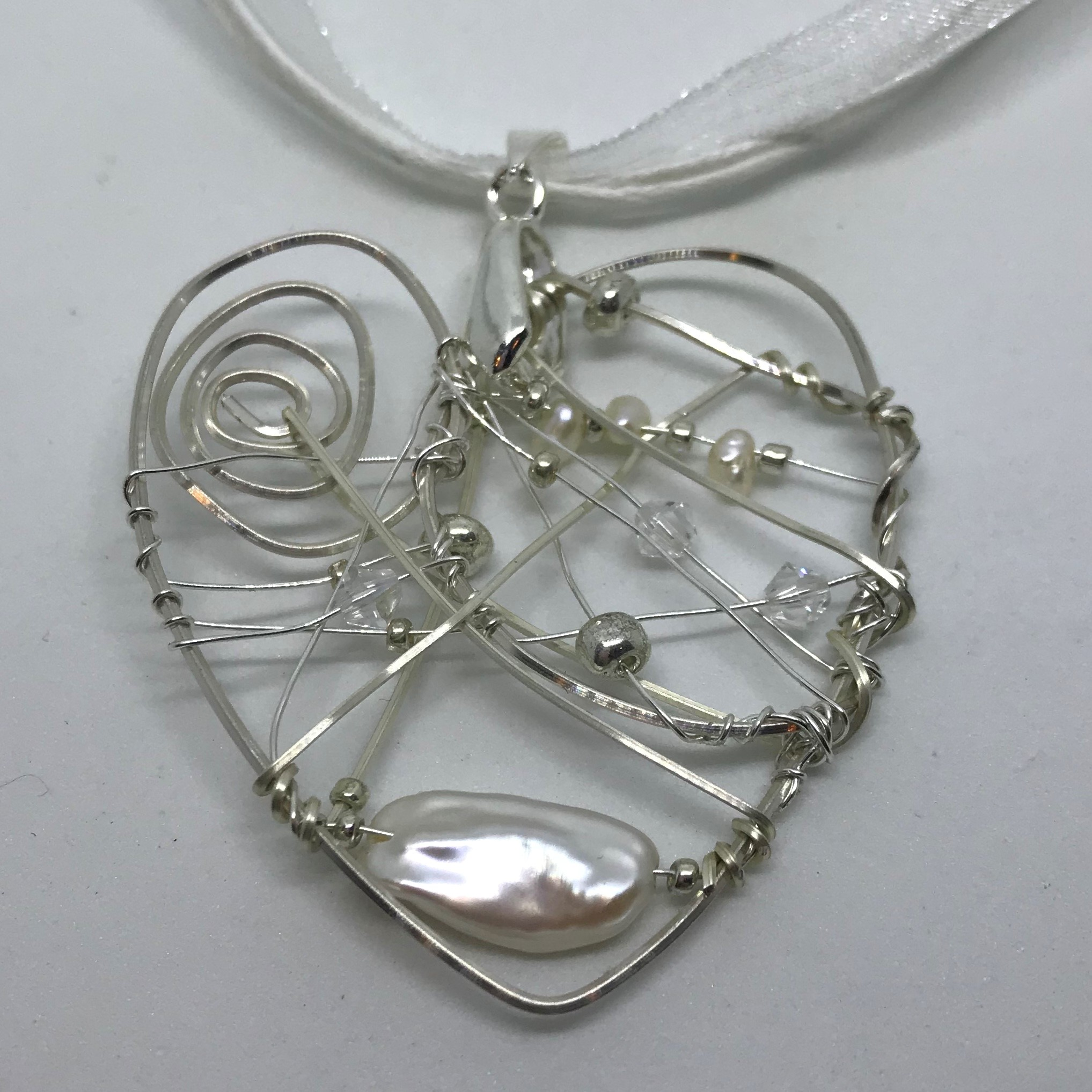 Acceptance – Beaded Wire Heart with Pearls Pendant Necklace – Suzy ...